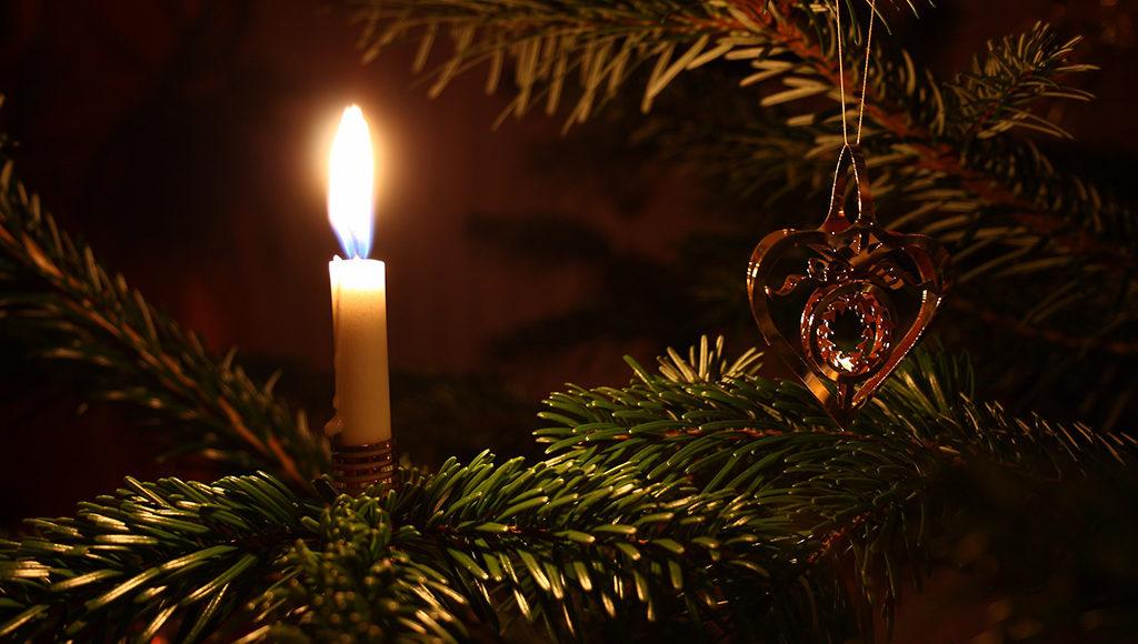 Kerzen im Christbaum
