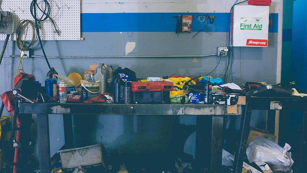 Arbeitsplatz aufräumen und Ordnung halten