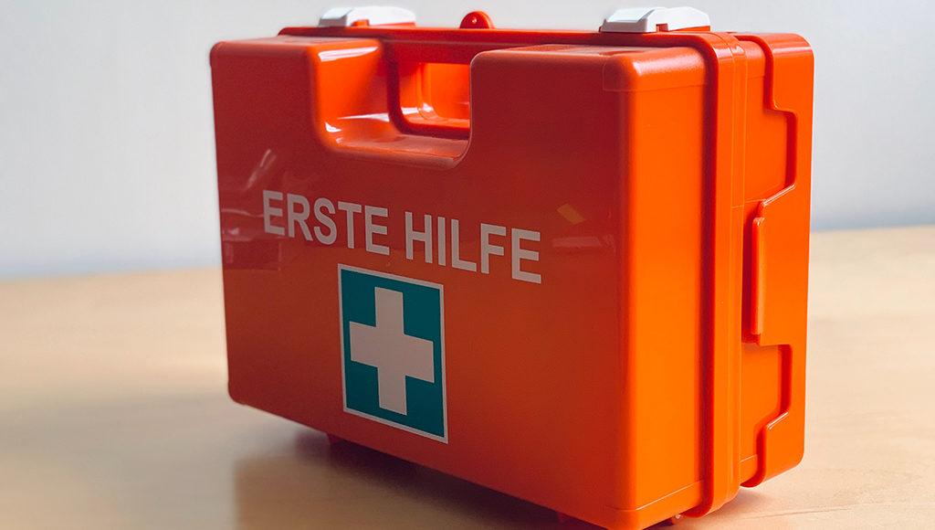 Großer Erste Hilfe Koffer aus Plastik.