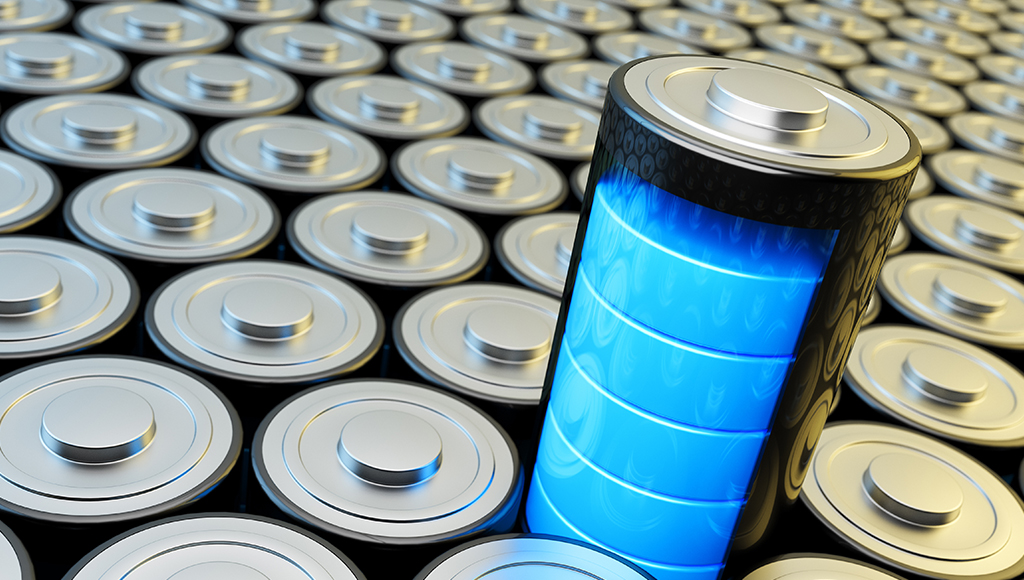 Es werden viele Batterien gezeigt. Eine Batterie ragt aus der Menge hervor.