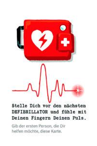 Eine Mission Null Karte: Oben sieht man die Zeichnung eines Defibrillators, darunter eine EKG-Linie und darunter den Text: Stelle Dich vor den nächsten Defibrillator und fühle mit deinen Fingern deinen Puls. Gib der ersten Person, die dir helfen möchte, diese Karte