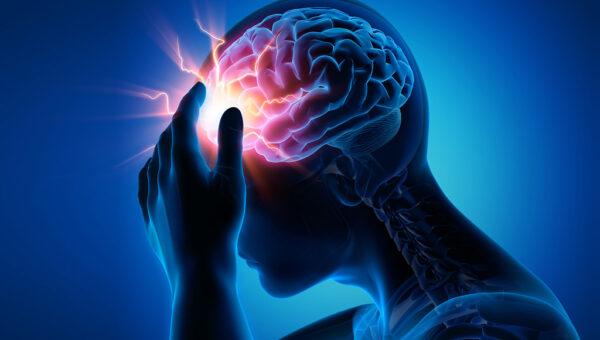 Bild-Montage. Mensch fasst sich an den Kopf. Das Gehirn ist sichtbar und ein Blitz wird angezeigt.