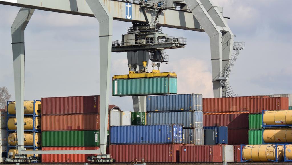 Containerbrücke mit Containerkran